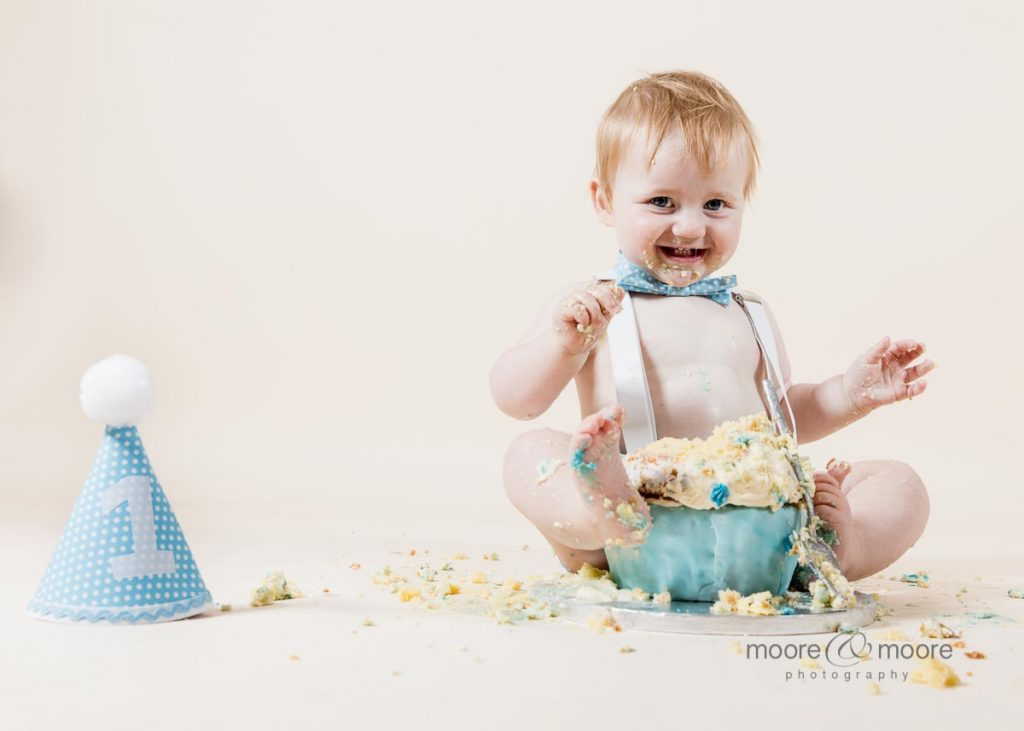 having fun, love perfect cakesmash photo sessions. Hampshire photographers moore&moore
